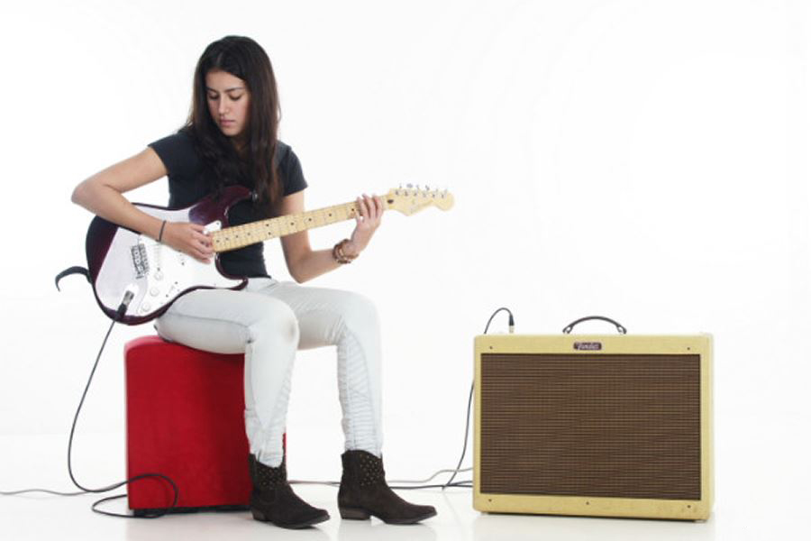 Take Electrical Guitar Lessons at Music Makers Calgary